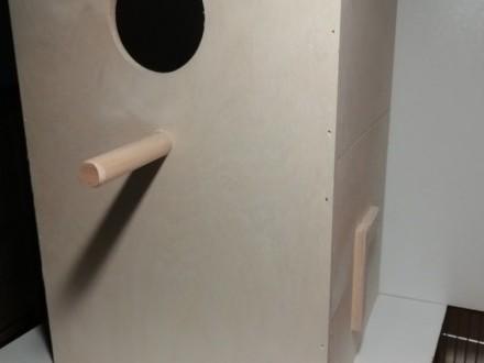 Budka lęgowa dla rozelli  aleksandretta  budki